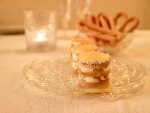 Milhojas de foie con manzana y queso crema